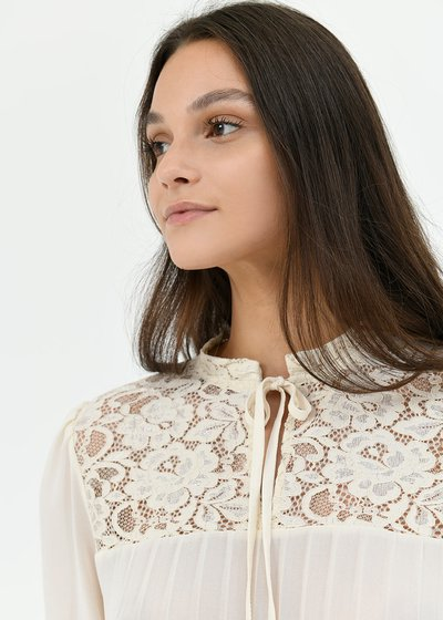 Sally blouse with lace
