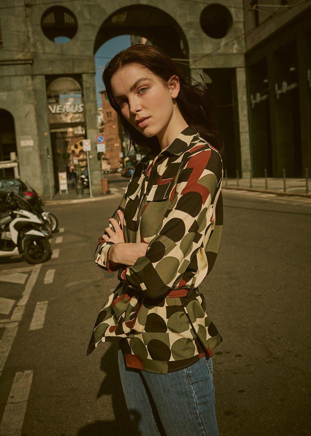 Catia shirt with geometric print - Black /  Timo Fantasia - Woman