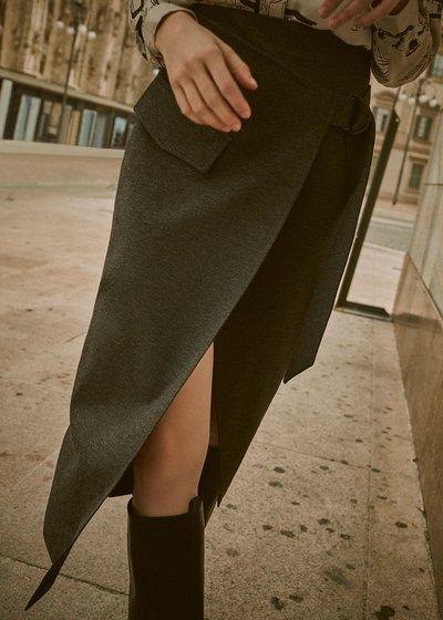 Gennifer skirt with asymmetric cut