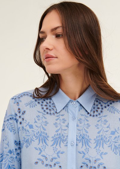 Crissy shirt with thread embroidery