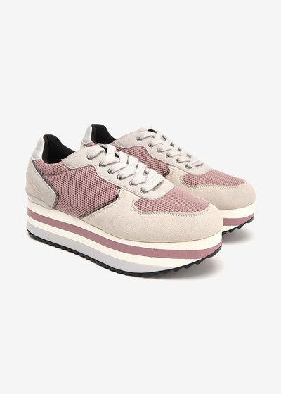 Snappy sneakers with coloured crepe soles