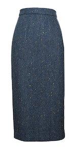 Jupe bleue à longueur de mollet avec motif à chevrons
