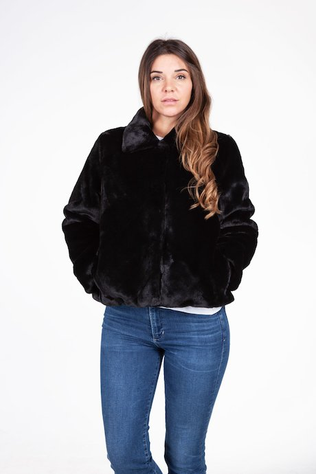 Short faux fur with collar