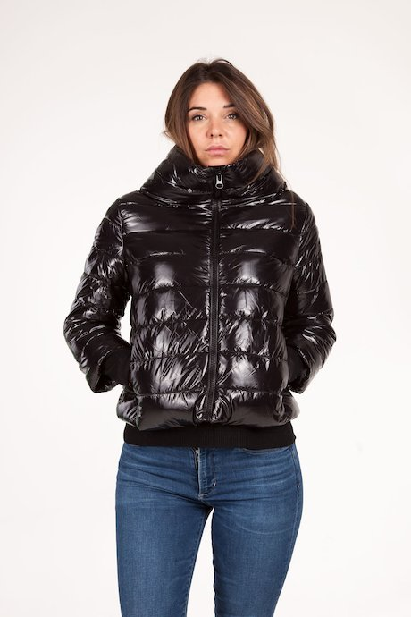 Short lacqué down jacket