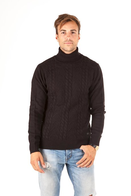 Turtleneck sweater braided pattern