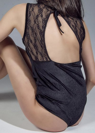 Body en velours avec détail dentelle