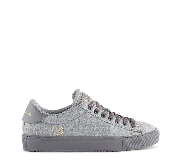 Breathable/dry sneaker