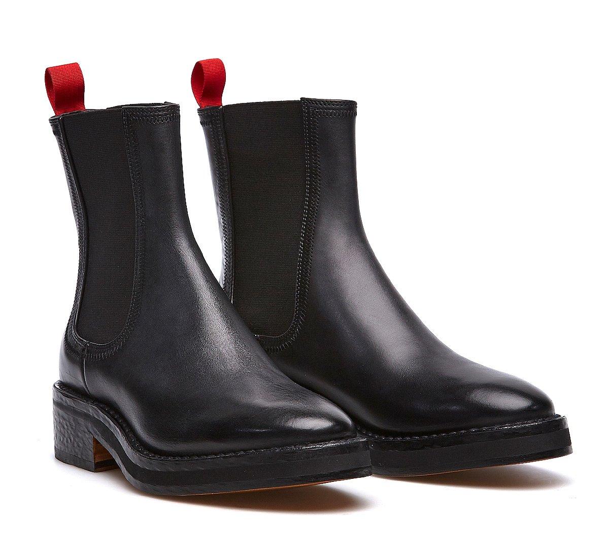 Total black Barracuda Beatle Boots