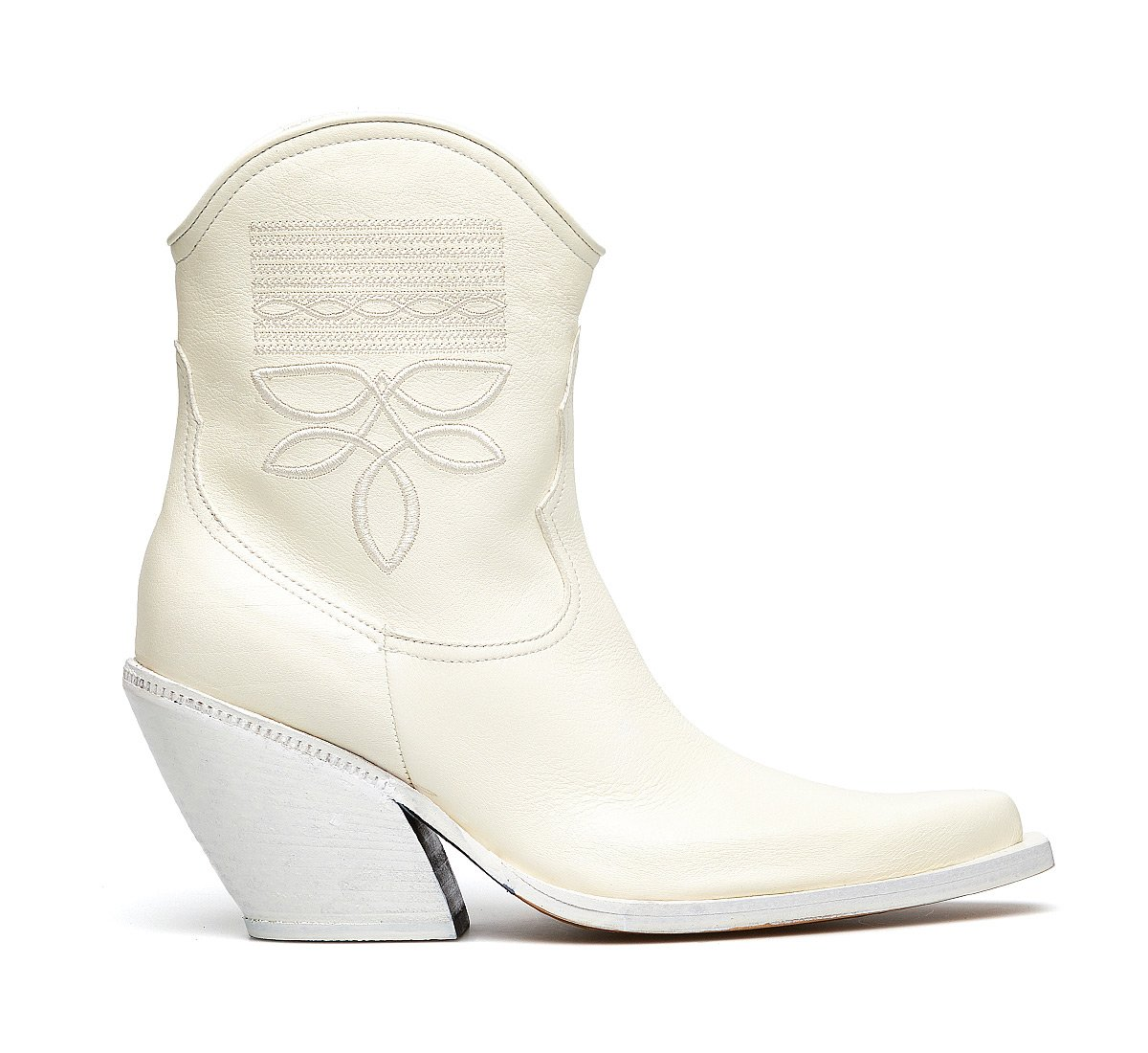 All-white Barracuda cowboy boots
