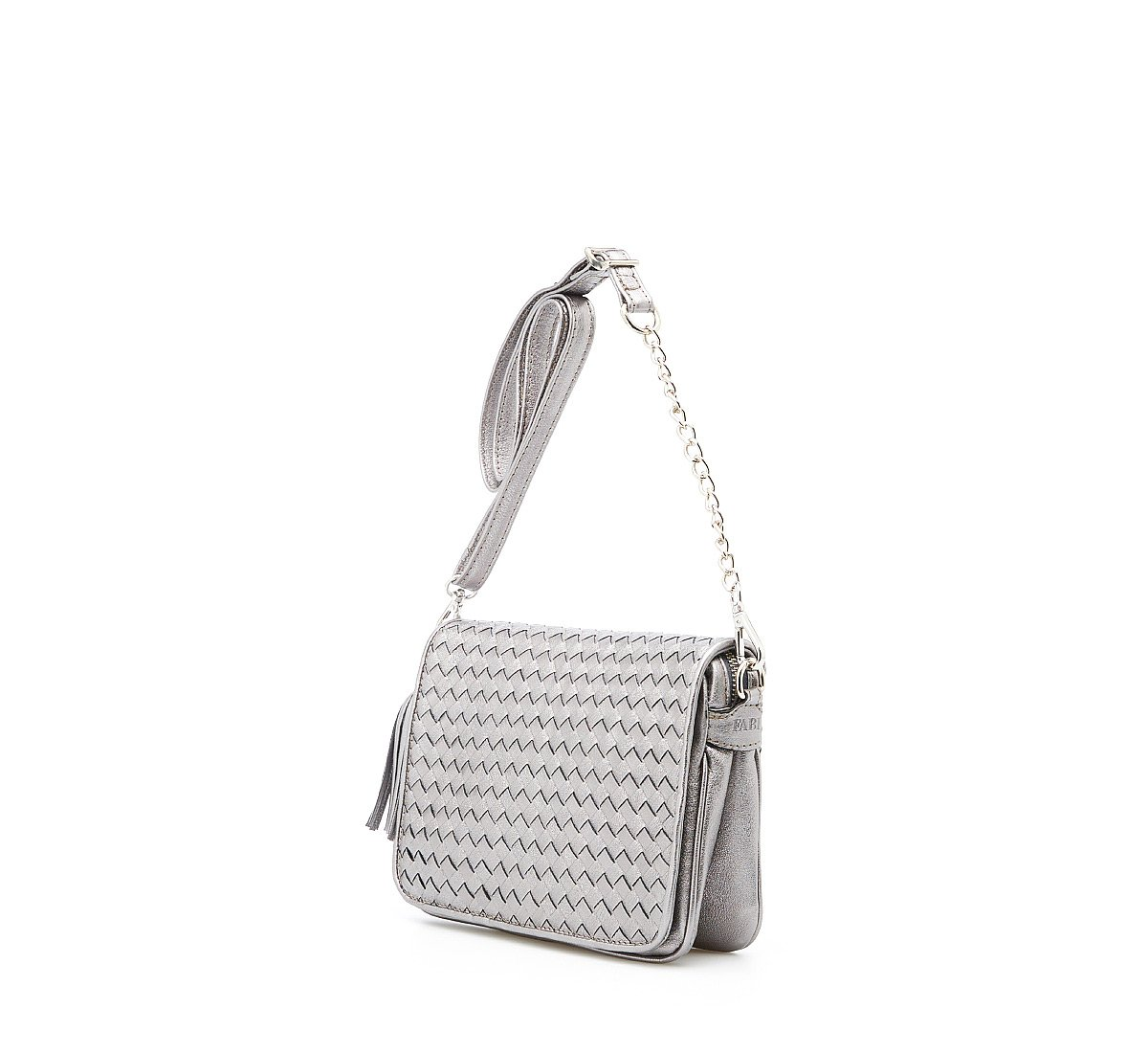Shoulder bag with weave