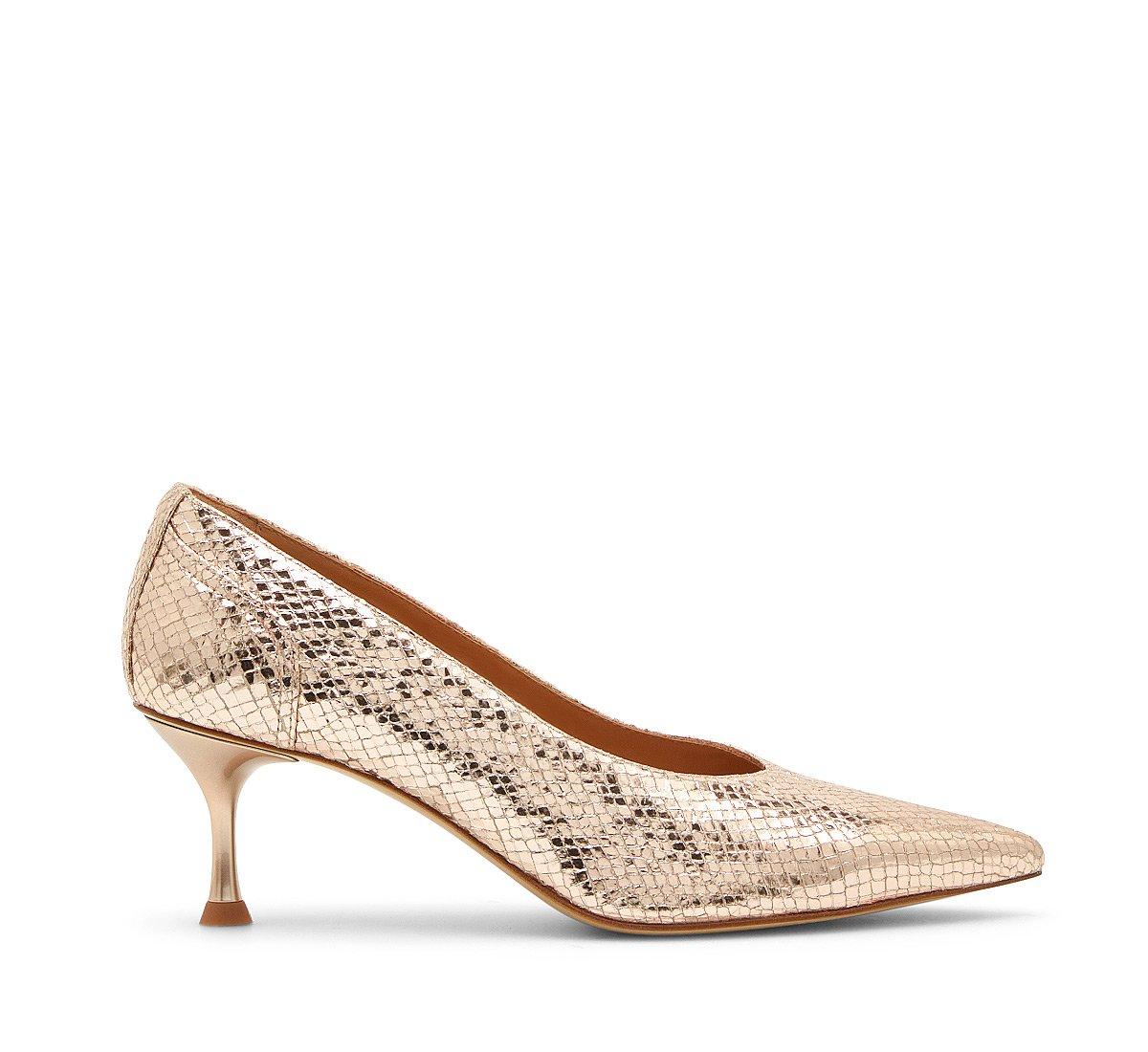 Туфли-лодочки из лаковой кожи со змеиным принтом