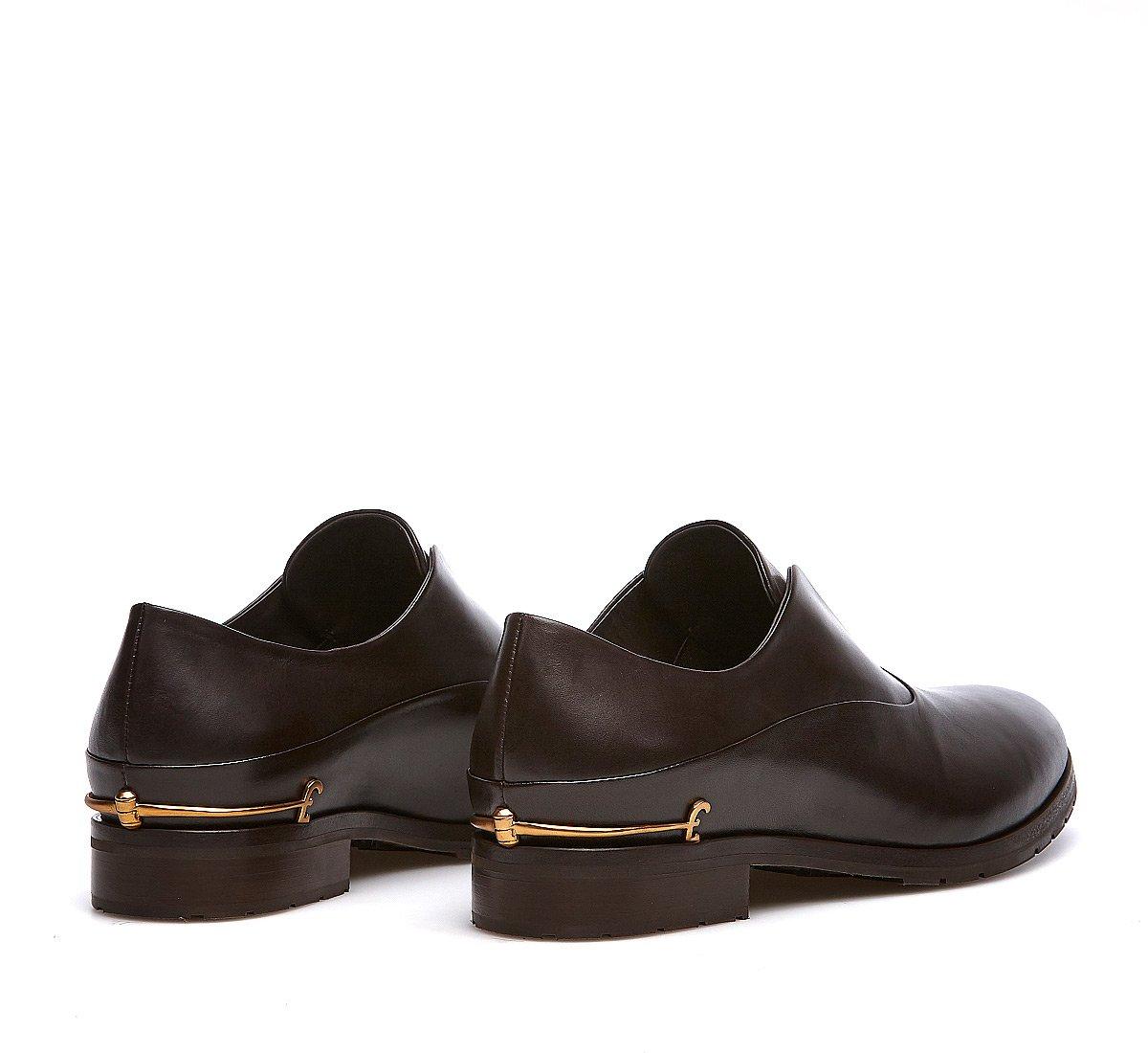 Классические закрытые туфли из телячьей кожи