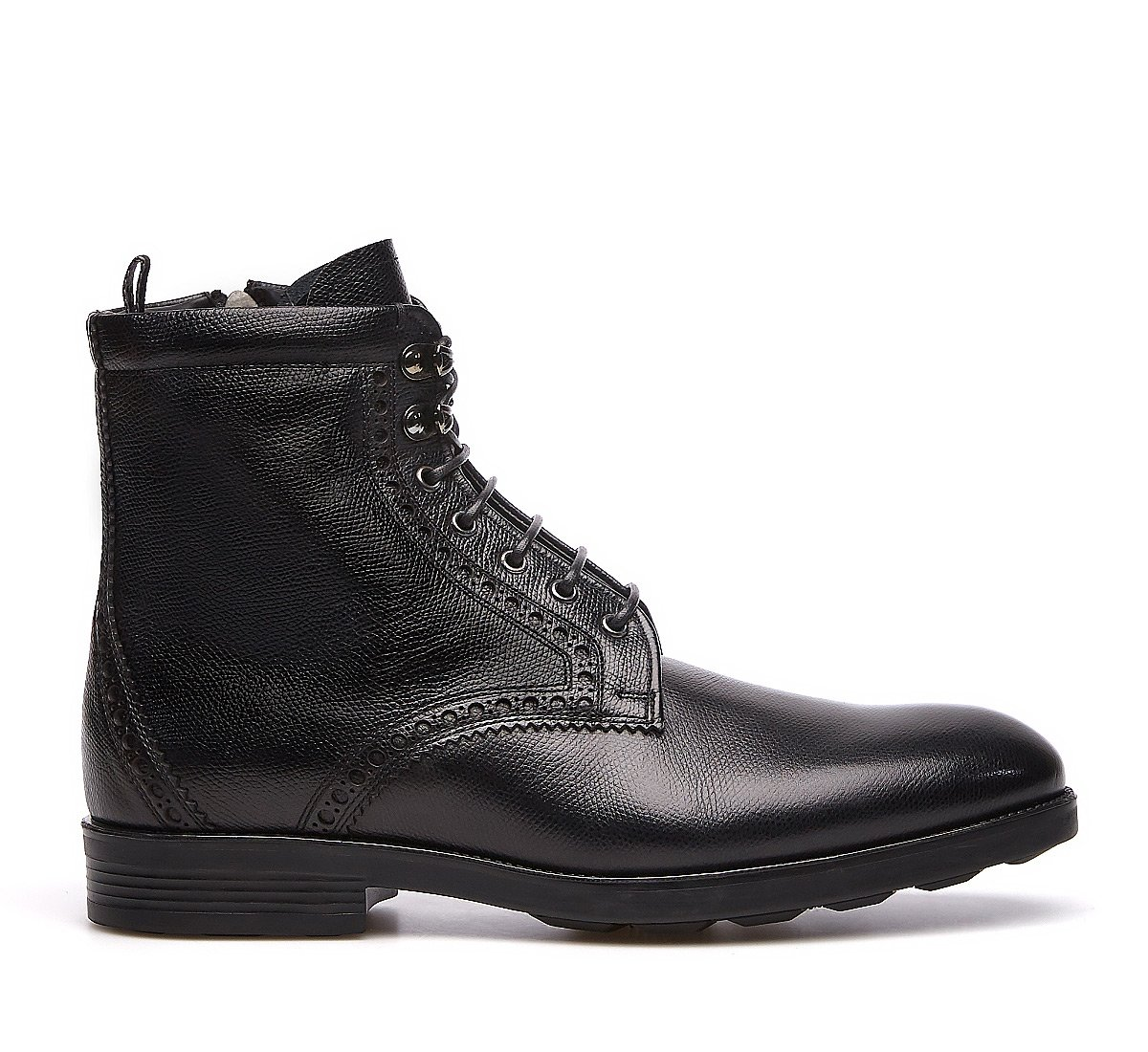 Combat boots in calf leather