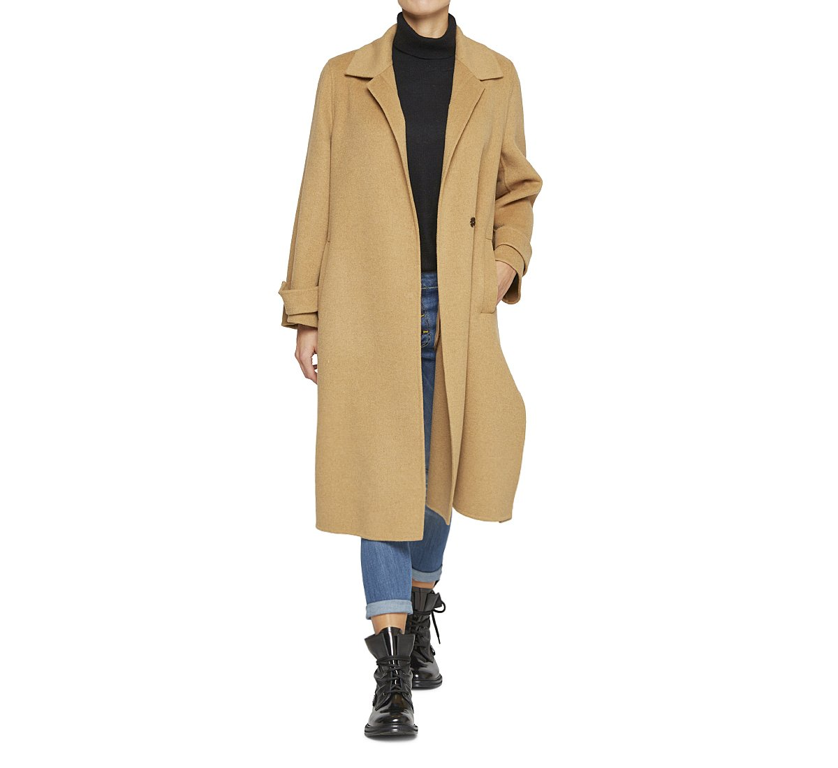 Coat with lapel collar in warm wool