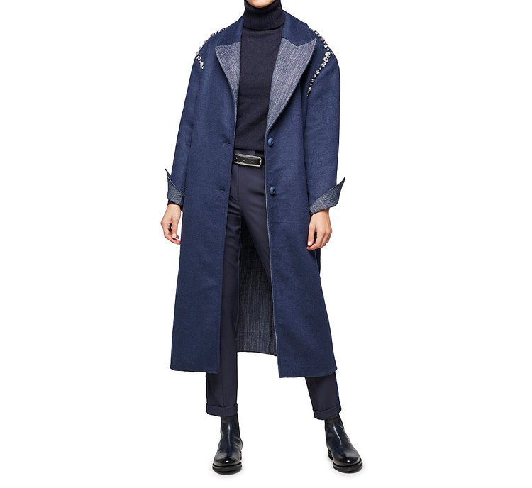 Пальто с воротником с лацканами и отворотами на рукавах