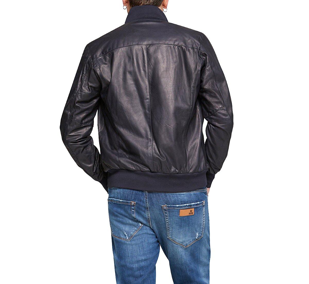 Куртка из кожи с высоким воротником