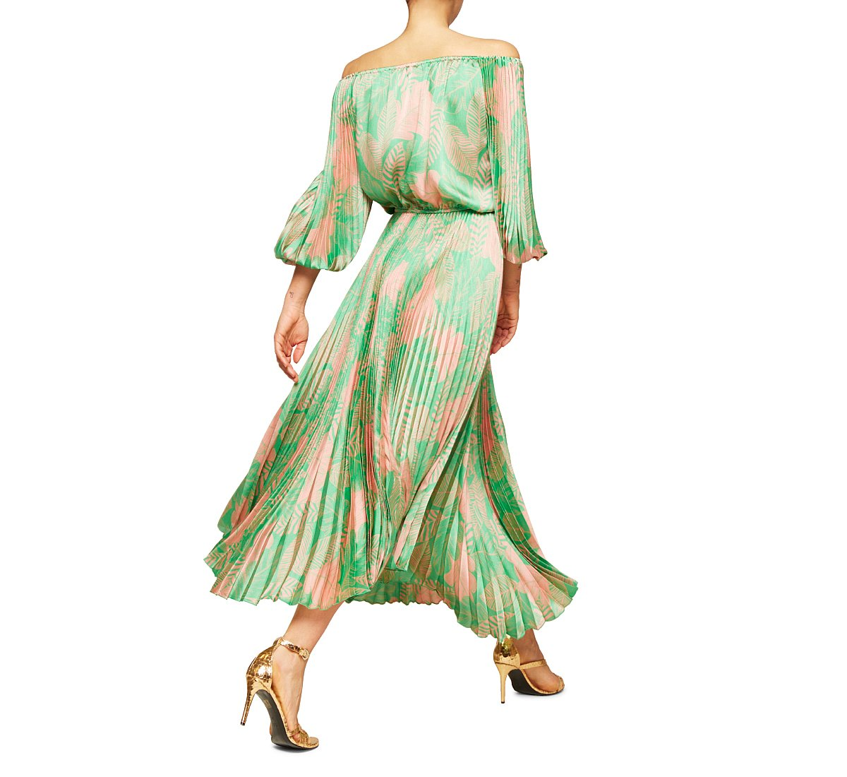 Roomy dress with boat neck