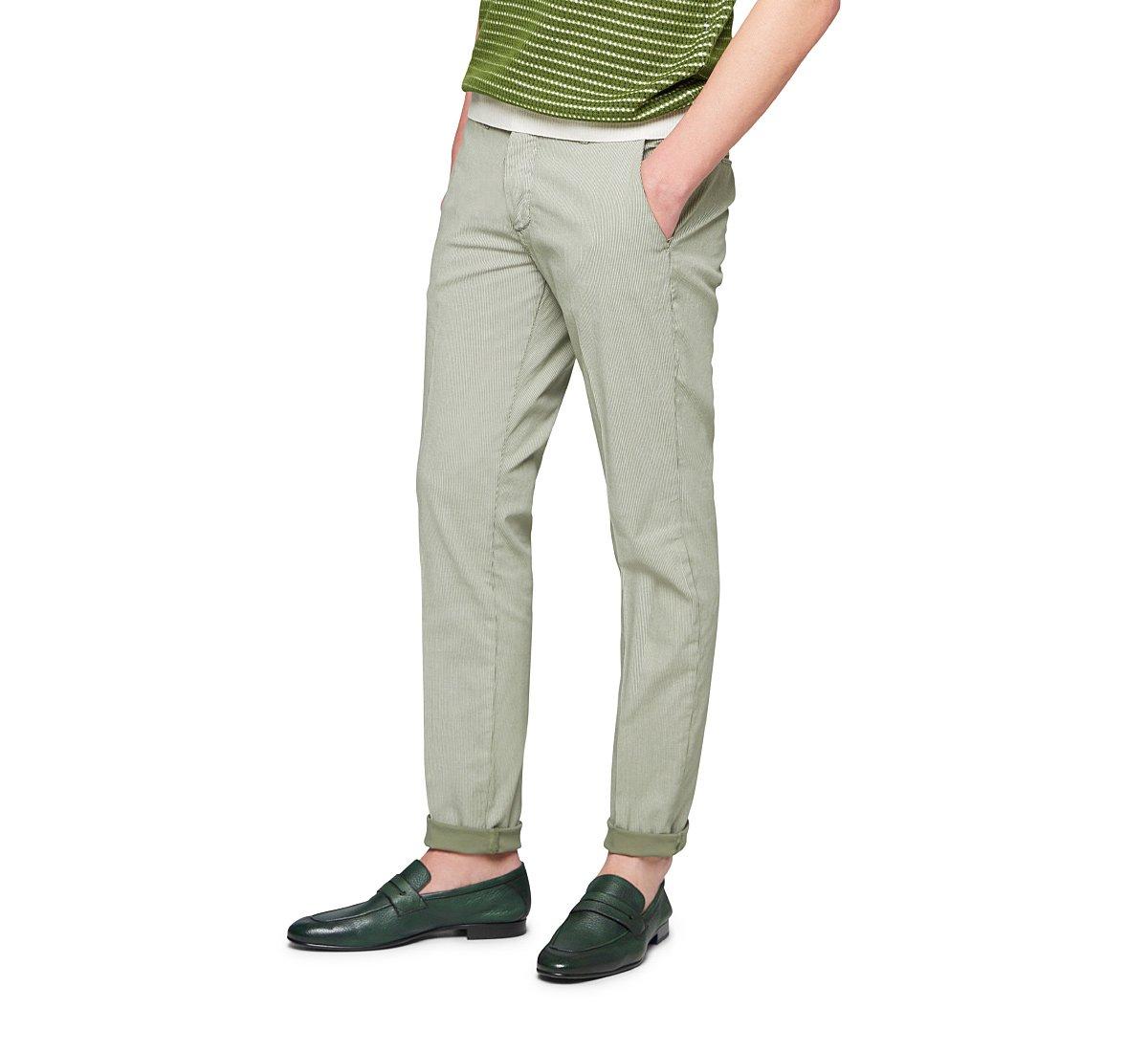 Pantalone dalla linea dritta
