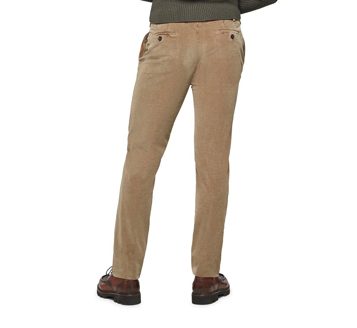 Pantaloni dal taglio classico
