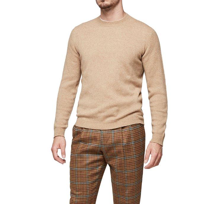 Пуловер из пряжи