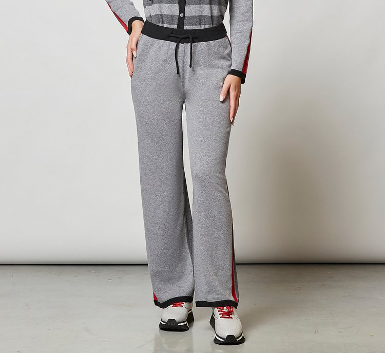 Loose tracksuit trousers