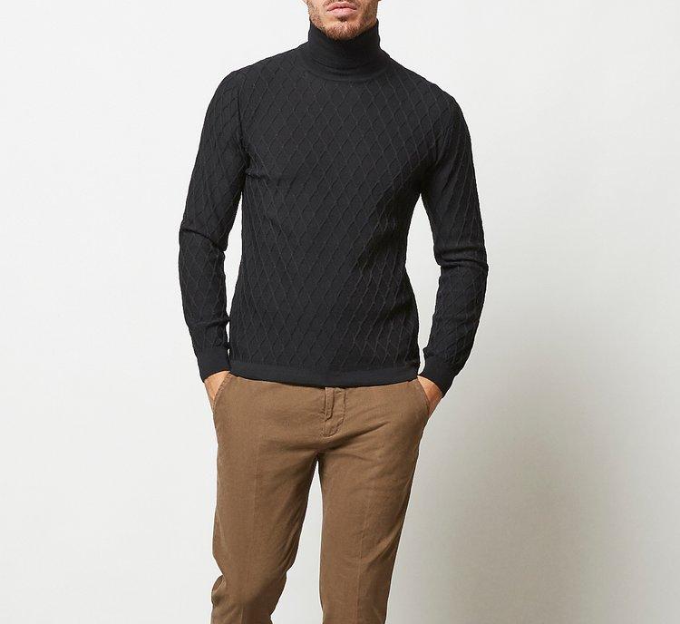 Maglione collo alto con finitura a coste in lana