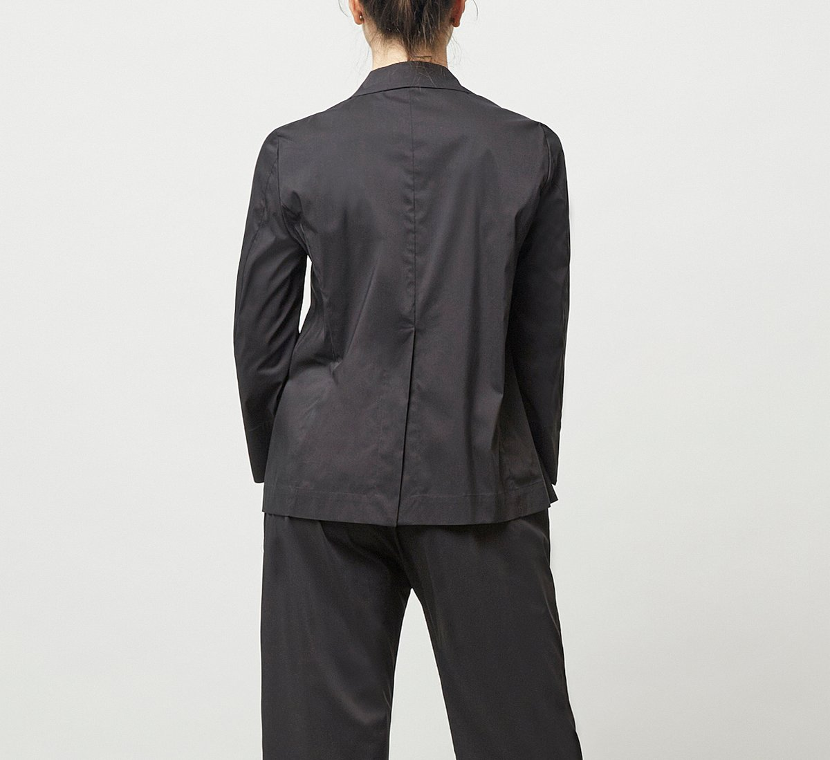 Jacket with lapel collar