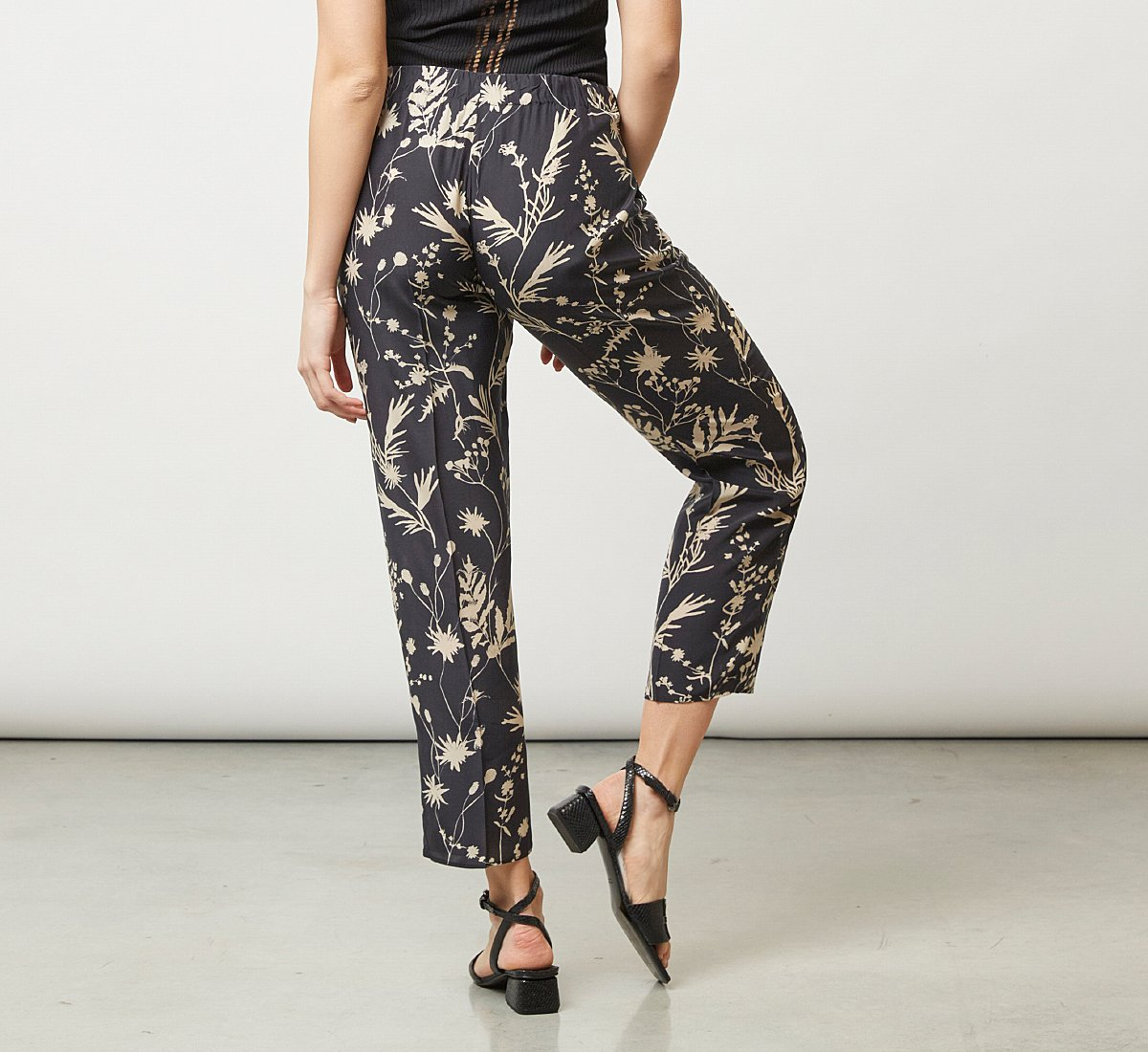 Pantalone morbido fantasia floreale