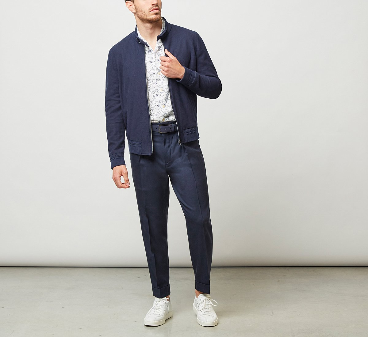 Cropped fabric trousers