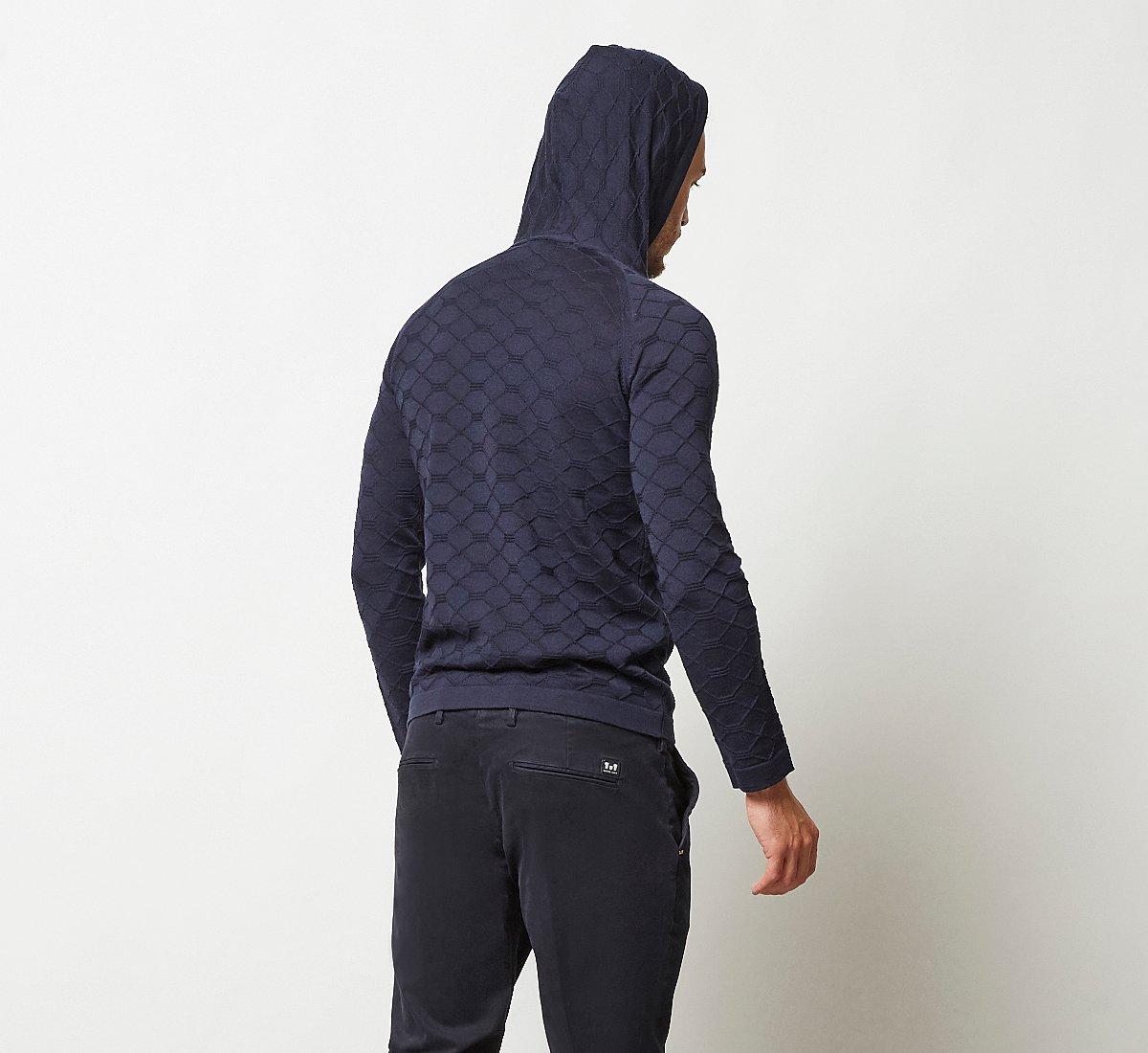 Maglioncino con cappuccio in morbida lana