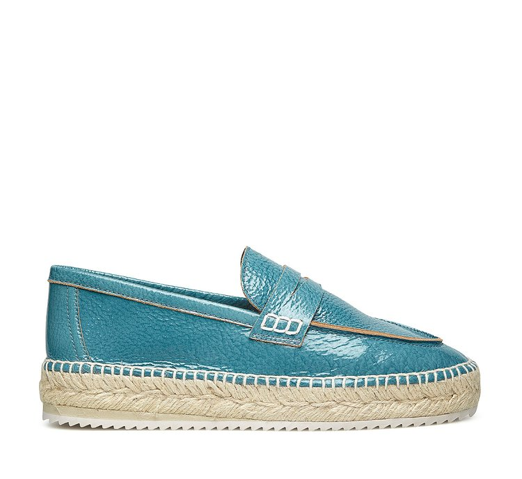 Glossy leather moccasin