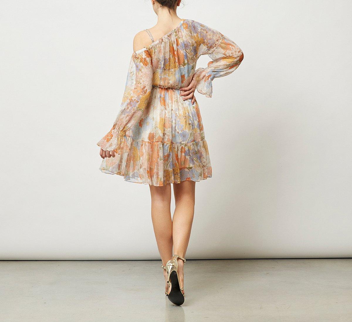 Платье из ткани на одно плечо