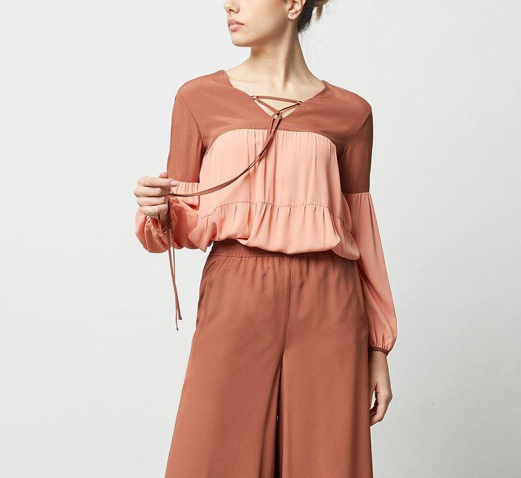 Блузка из ткани