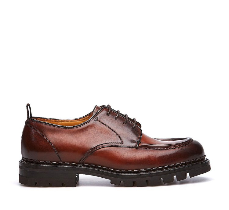 Lace-ups in calf leather
