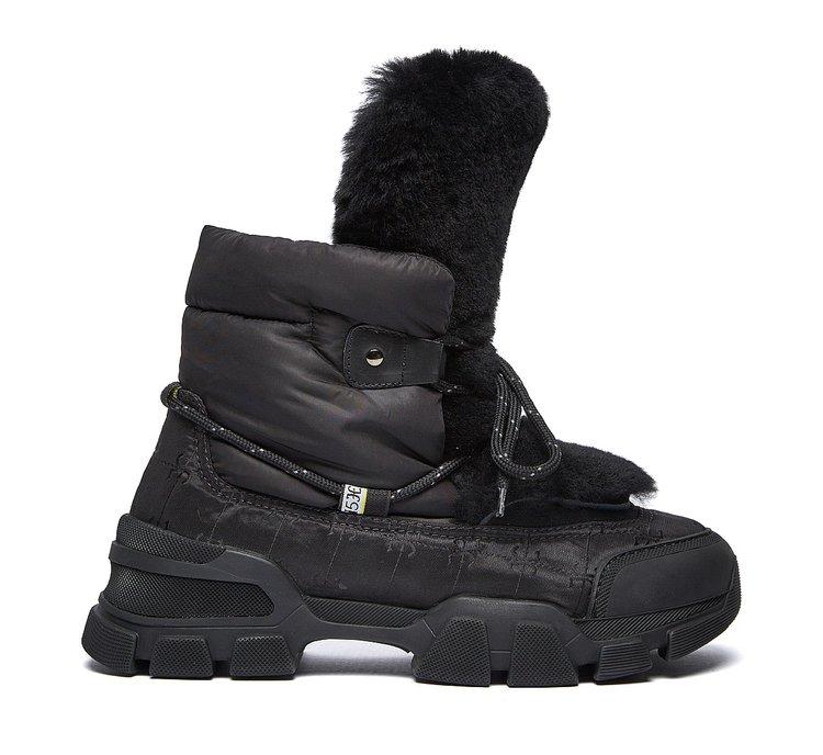 Ботинки в треккинговом стиле