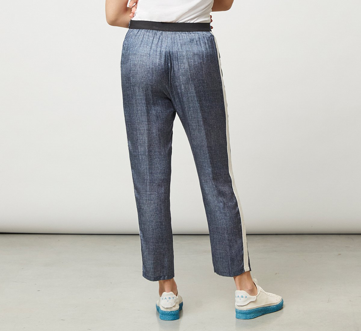 Stretchy, glossy-effect trousers