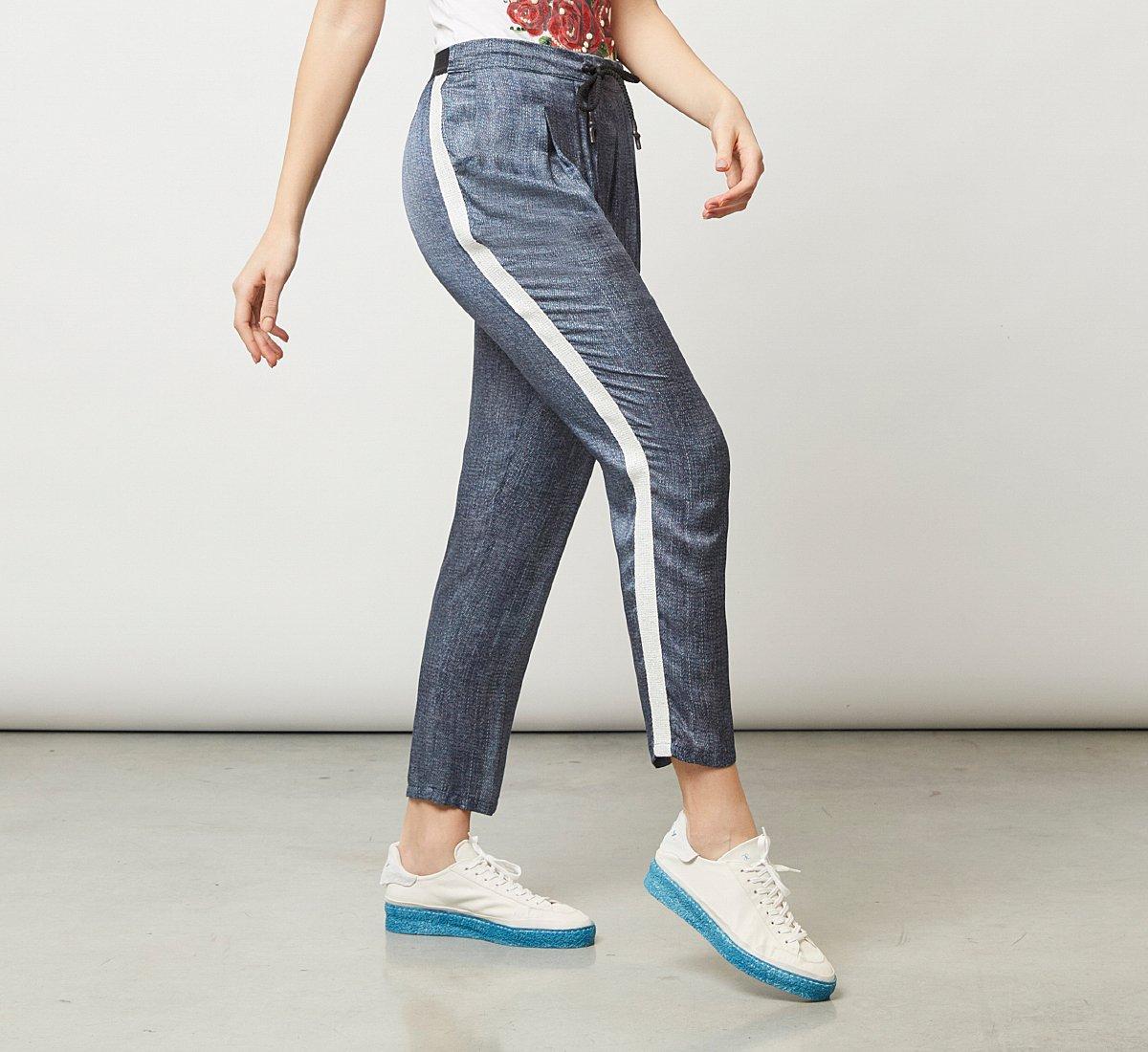 Pantalone elasticizzato effetto lucido