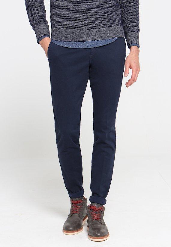 Pantalón chino slim con estampado en rombo