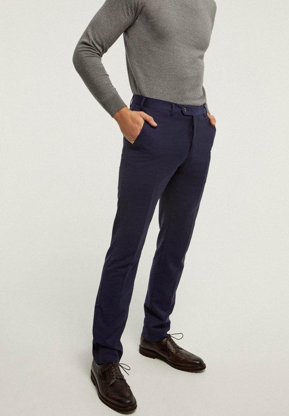 Pantalón vestir de corte medium