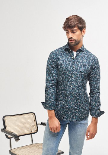 Camisa slim fit estampado amebas