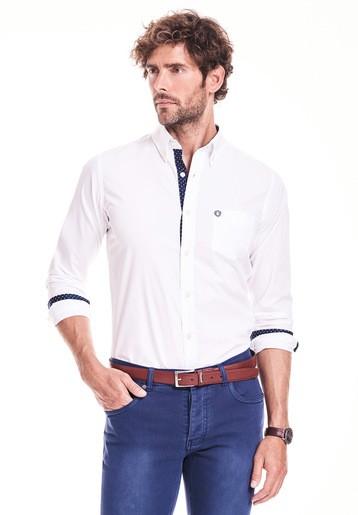 Camisa regular lisa con contraste