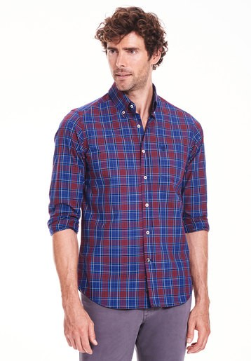 Camisa de cuadros azules y rojos