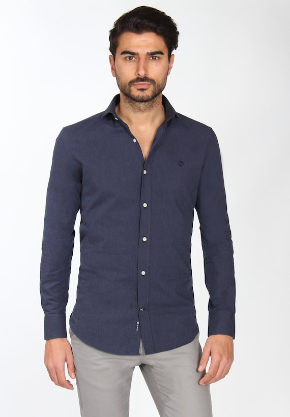 Camisa slim fit falso liso