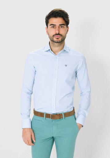 Camisa regular fit con estampado de flores
