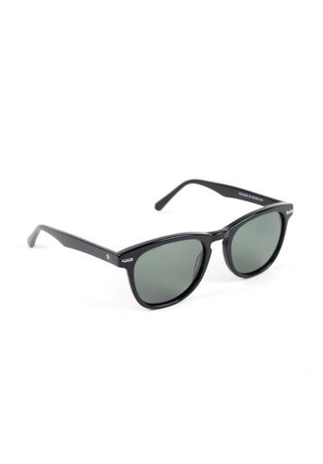 Gafas de sol con montura oscura
