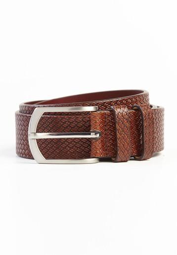Cinturón piel con dibujo trenzado.