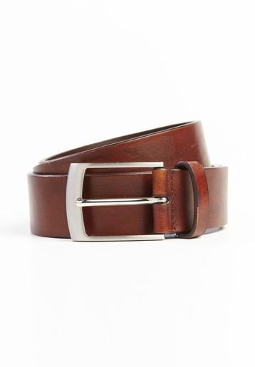 Cinturón pespuntes contrastados.