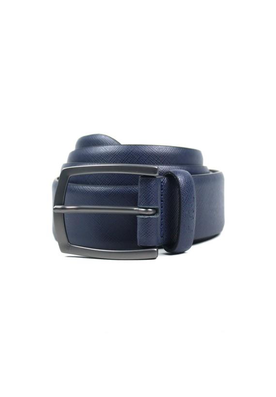 Cinturón de piel con pequeño granulado
