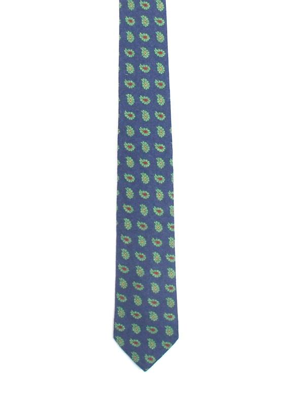 Corbata azul con amebas verdes