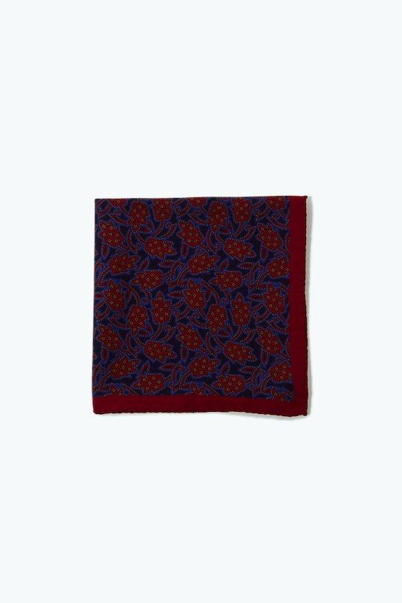 Pañuelo con estampado de flores rojas